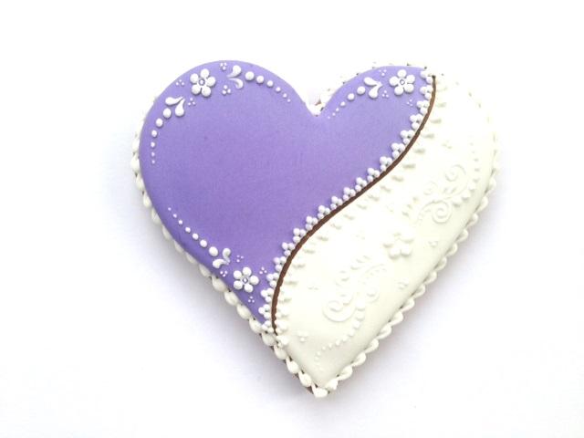 Coeur-violet-blanc-motif-fleurs-105-cm-%C3%A0-personnaliser